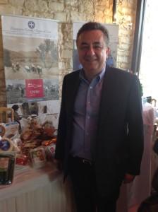 Ο Περιφερειάρχης Κρήτης Σ. Αρναουτάκης στο χώρο της έκθεσης όπου παρουσιάστηκαν και τα πιστοποιημένα προιόντα με το brand name ΚΡΗΤΗ